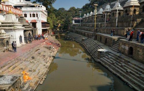 Řeka Bagmati v Pashupatinath