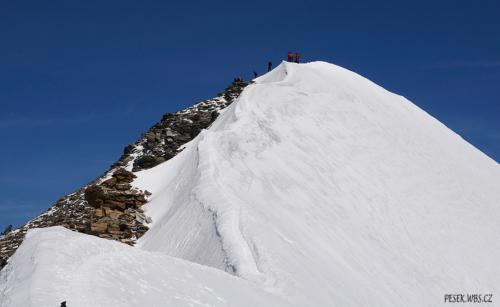 Vrcholový hřebínek Castoru 4 226 m.