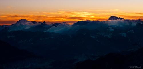 Svítání - v dálce Mont Blanc