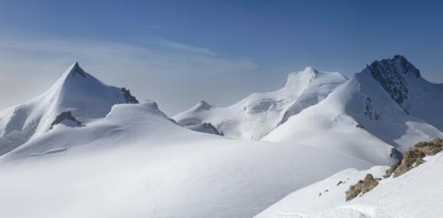 Allalinhorn 4 027 m a vpravo Rimpfischhorn 4 199 m