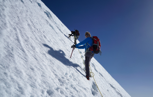 Strmá část výstupu na vrchol Alphubelu kolem 4 000 m