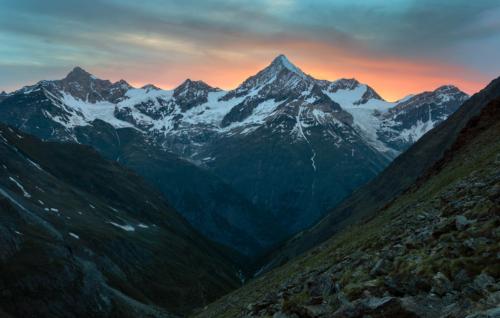 Weisshorn 4 545 m od chaty Täschütte 2 702 m